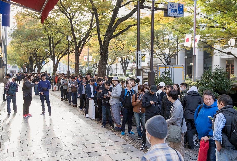 IPhoneX Launch Tokyo exterior line 20171102