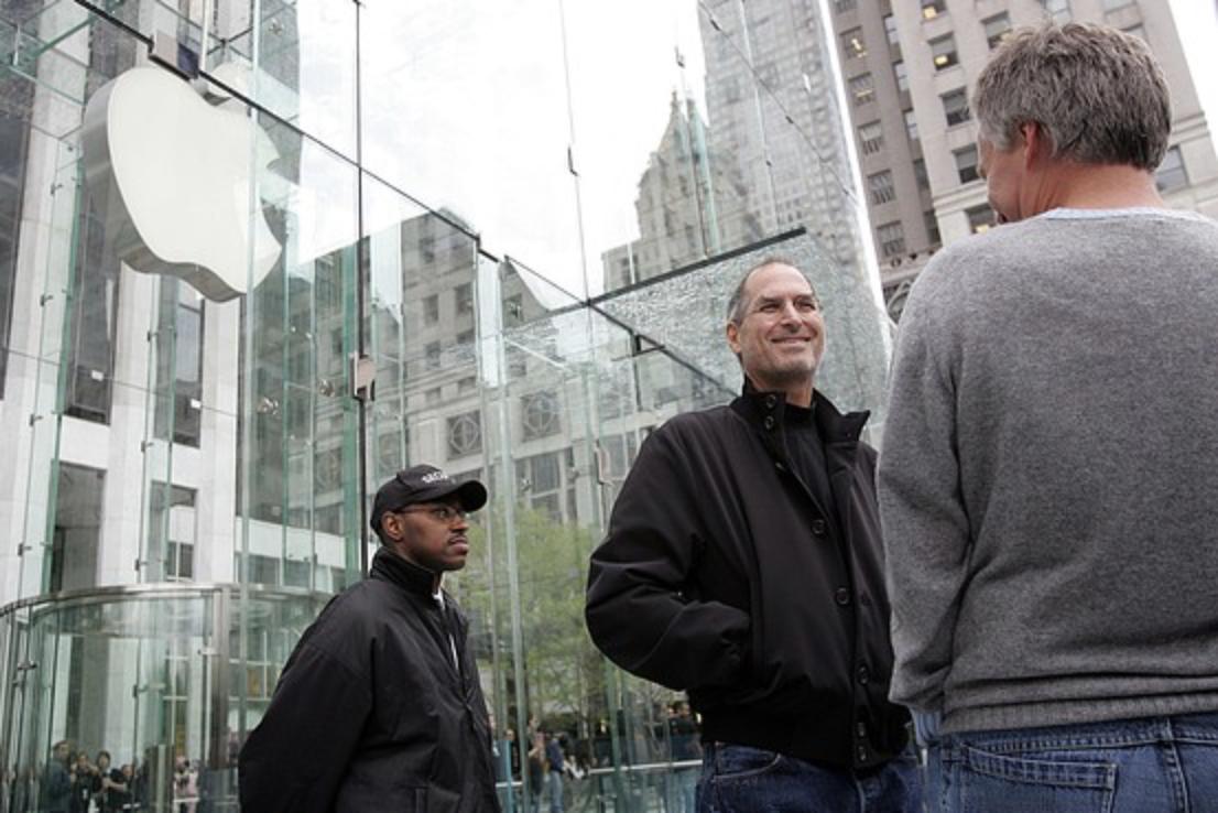 Steve Jobs Apple Store cubo arrivo