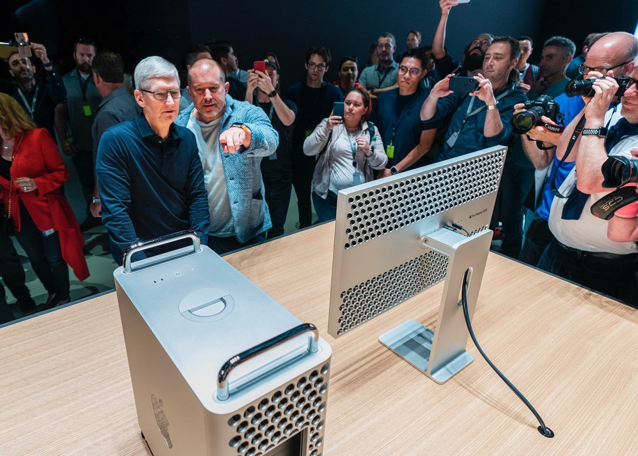 Apple Pro Display XDR Tim Cook